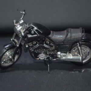 Miniatura Moto Yamaha Vmax – 1/18 Maisto